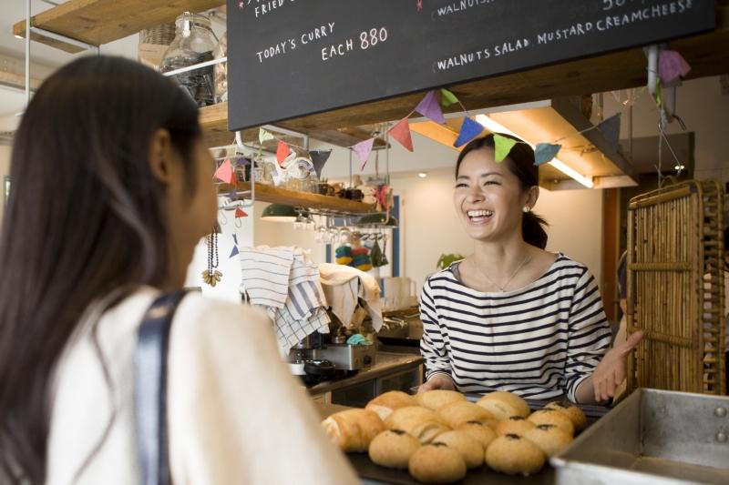 women in restaurant, customer intelligence and MDM