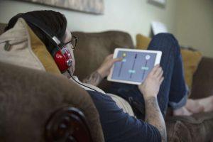 Man enjoys smartphone music thanks to data preparation for streaming data