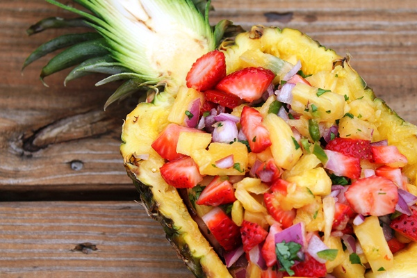 pineapple_strawberry_salsa_