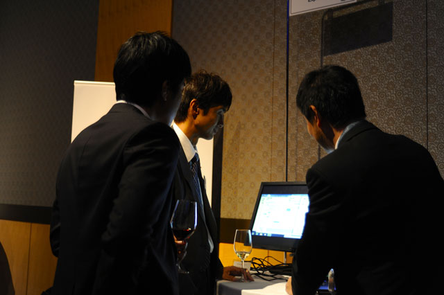 "JMP Japan Systems Engineers helped staff the ""Ask the Experts"" stations. This was comparable to Discovery Summit's ""Meet the Developers"" sessions."
