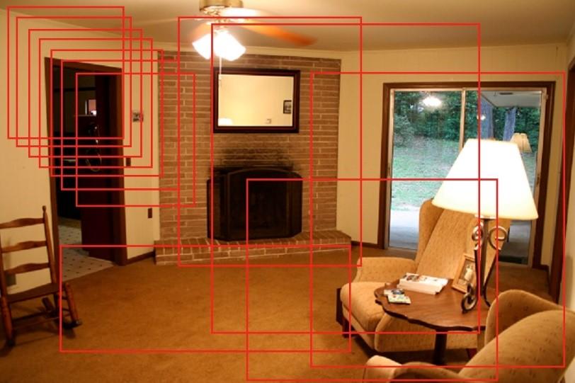 居間の画像の中で複数の赤いアウトラインが物体を囲んでいる様子