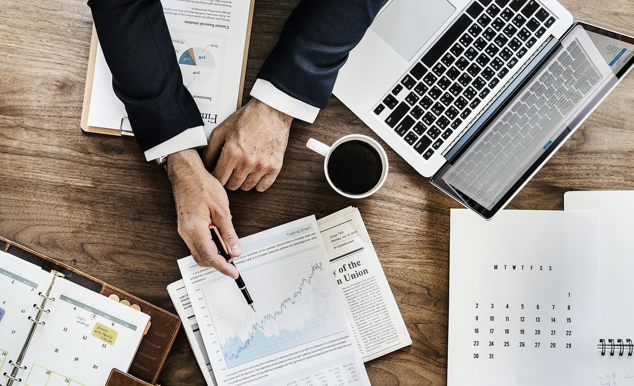 Cinco maneras en que la toma de decisiones inteligentes puede ayudar a reducir los costos empresariales