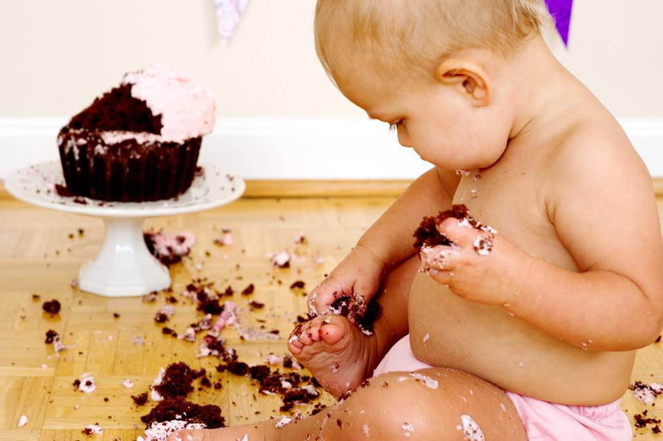 baby_and_cake